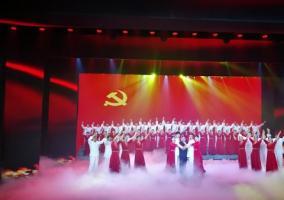 """""""放歌新时代·我和我的祖国""""中央企业经典爱国主义歌曲歌咏首场展演在京举行"""